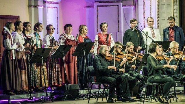 Выступление церковного хора на православном рождественском фестивале в Литве