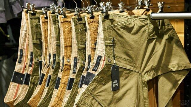 Мужские штаны в стиле милитари разных оттенков хаки