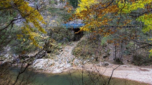 Осенний пейзаж в Гуамском ущелье