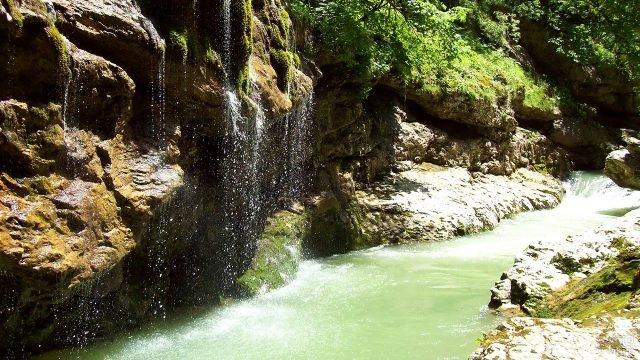 Водопад в Гуамском ущелье