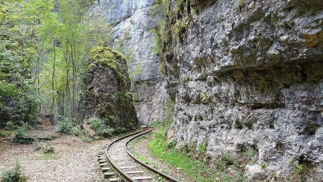 Живописный отрезок пути в Гуамском ущелье