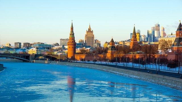 Зимнее утро на Кремлёвской набережной