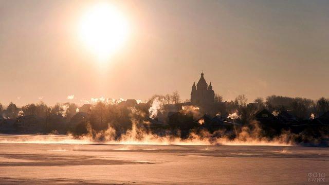 Зимнее утро над старинным русским городом