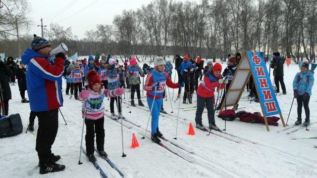 Детские соревнования по лыжным гонкам в Красноярском крае