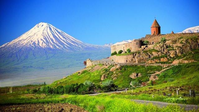 Хор Вирап - Глубокая темница - в горах Армении