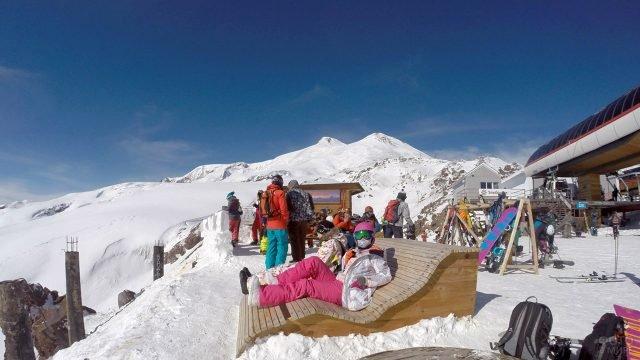 Людный горнолыжный курорт в Приэльбрусье