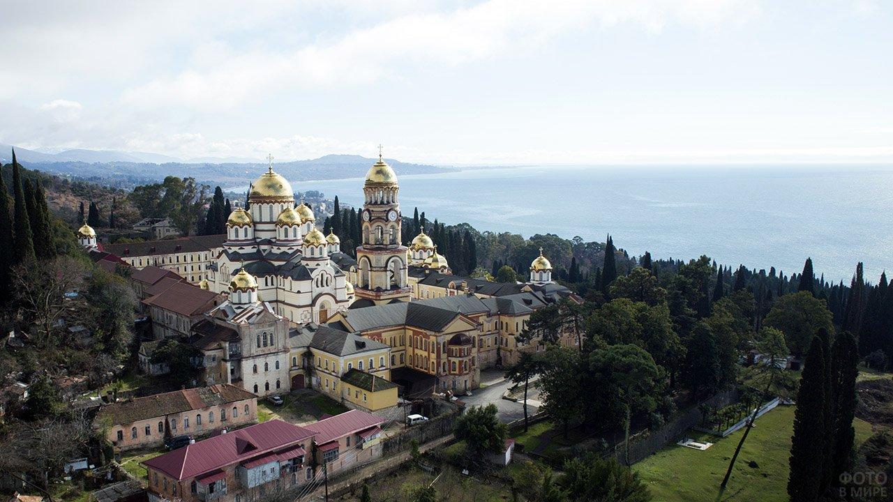 Ново-Афонский монастырь у подножия Афонской горы в Абхазии
