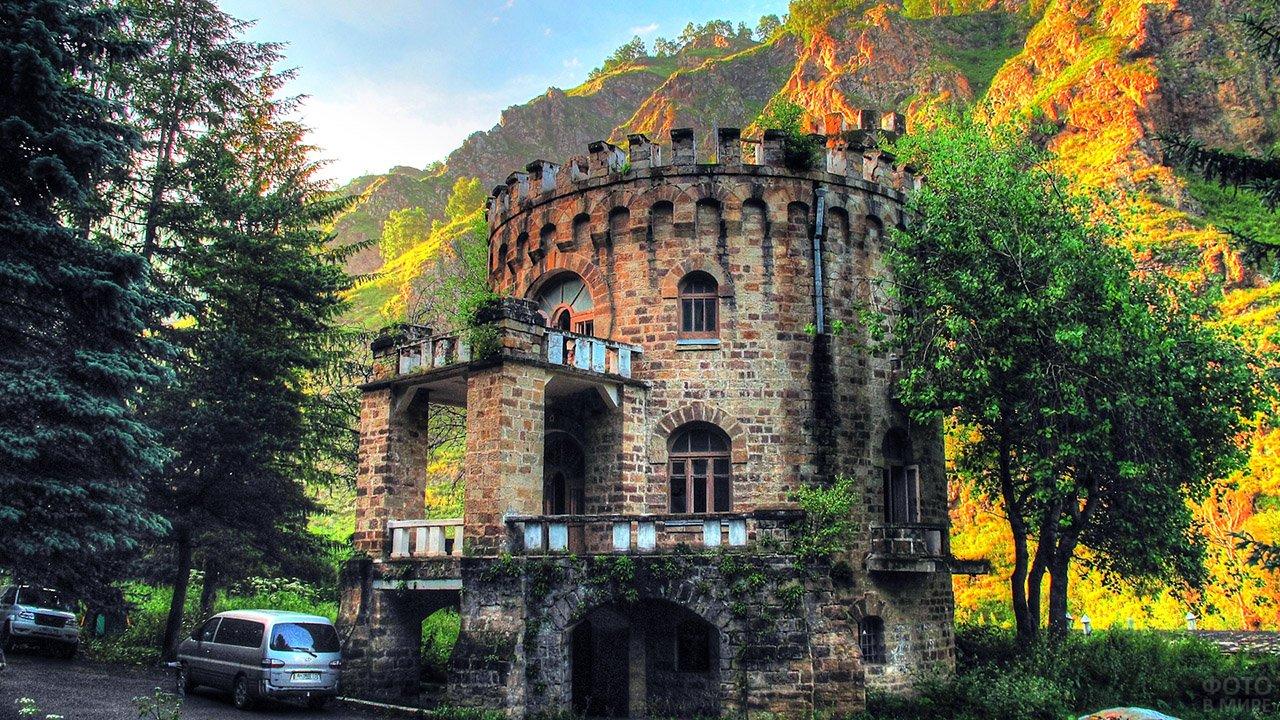 Старинные руины в долине Нарзанов