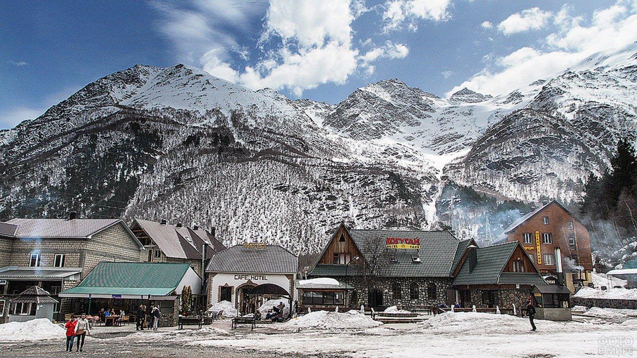 Туристическая деревня у подножья Эльбруса