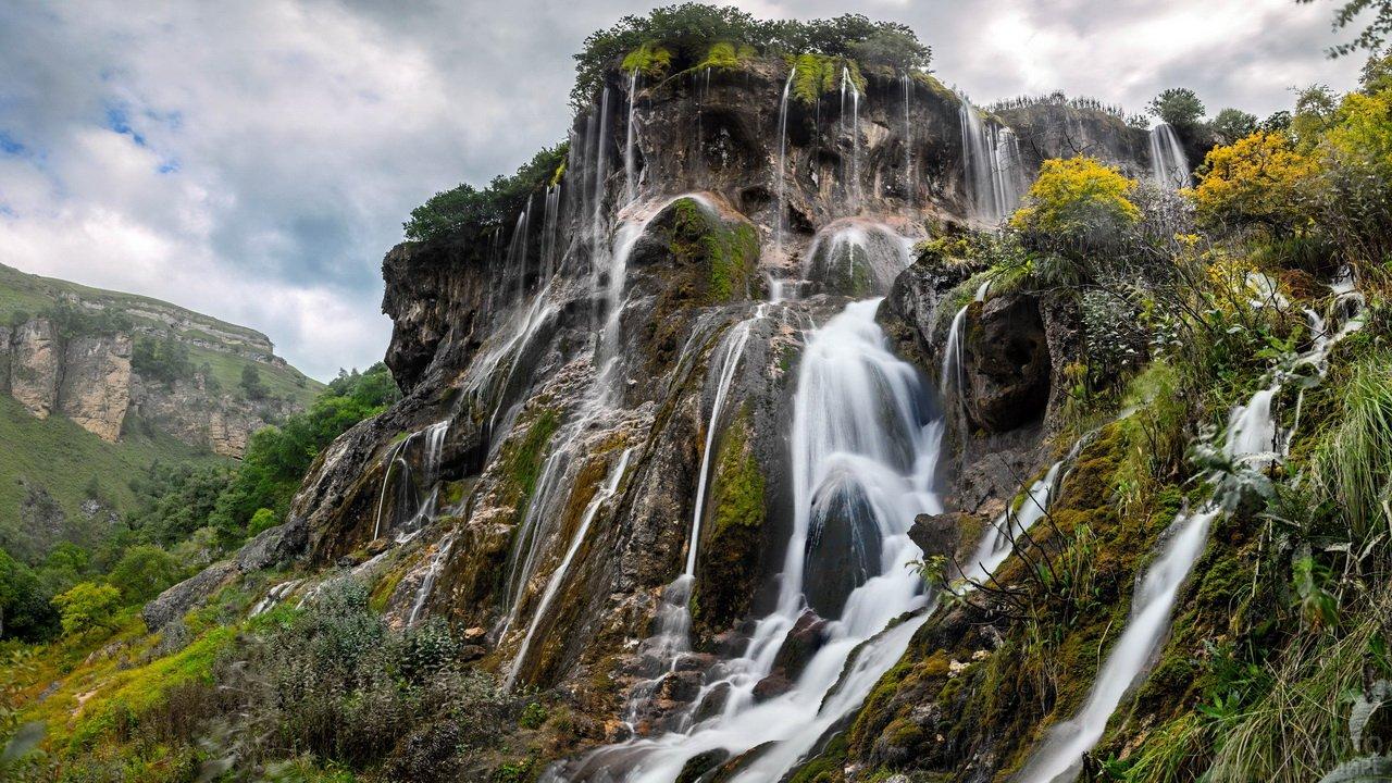 Водопад Царская Корона в Кавказских горах
