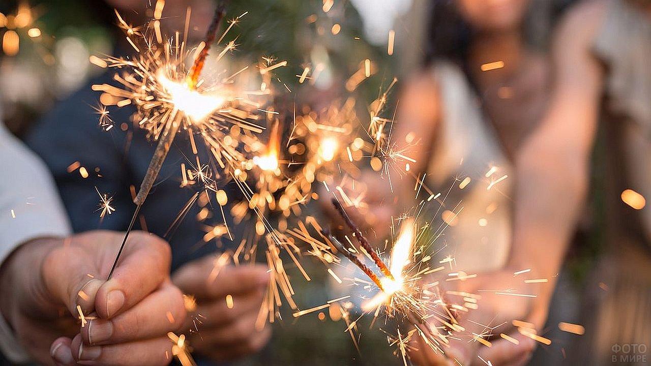 Бенгальские огни летом
