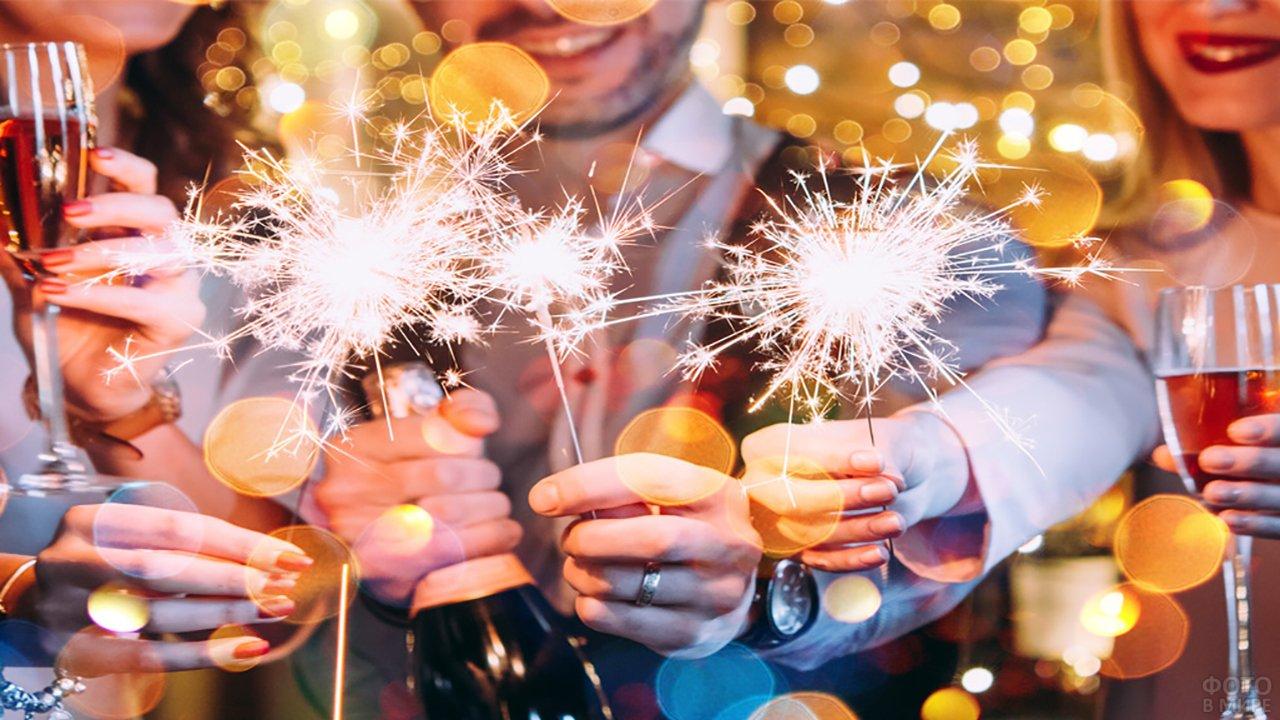 Молодёжная вечеринка с бенгальскими огнями