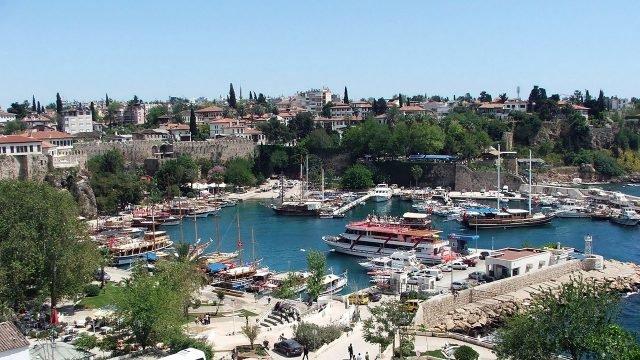 Яхты в старом порту Антальи