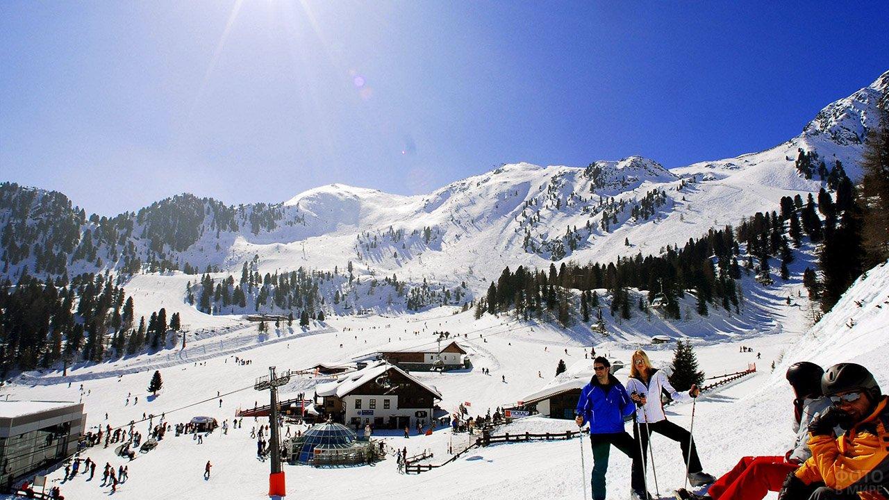 Солнечный день на горнолыжном курорте на горе Улудаг