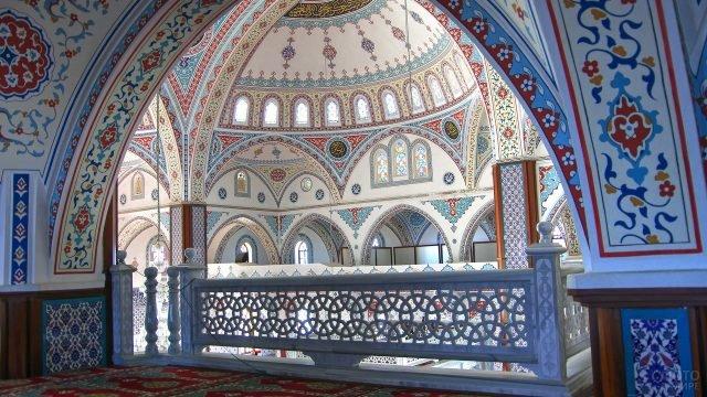 Внутреннее оформление главной мечети в Турции