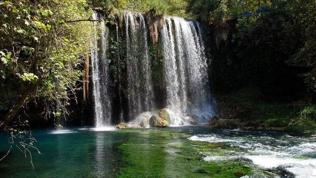 Водопад в парке Курсунлу в Анталье