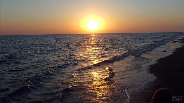 Закат над морем на курорте в Турции