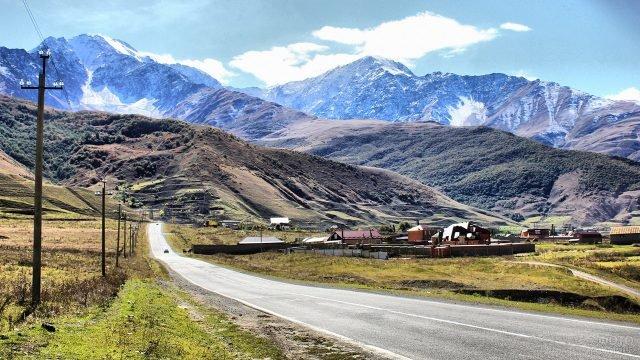 Дорога в Кавказские горы Северной Осетии