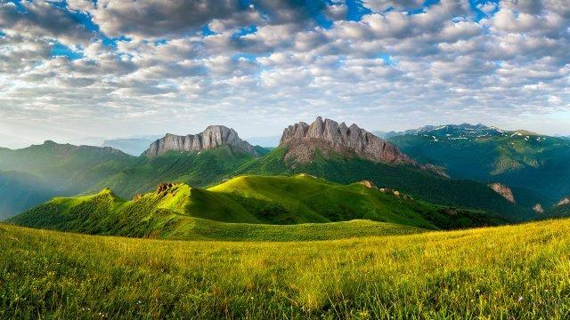 Летний пейзаж в Кавказских горах республики Адыгея