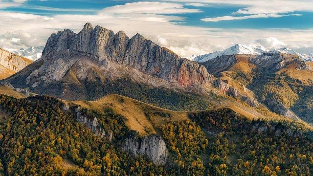 Осенний пейзаж в Кавказских горах Адыгеи