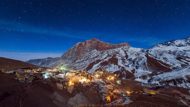 Самый южный населённый пункт России в Кавказских горах Дагестана под звёздным небом