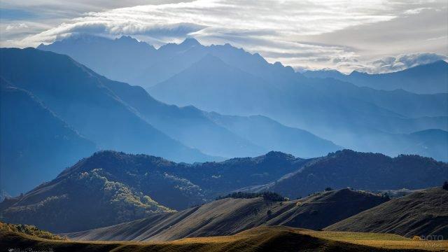 Живописный пейзаж в Кавказских горах Ингушетии