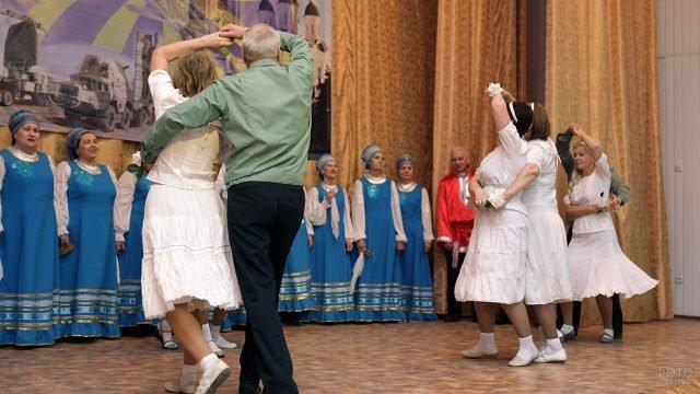 Танцевальный номер на концерте 23 февраля для Астраханских лётчиков