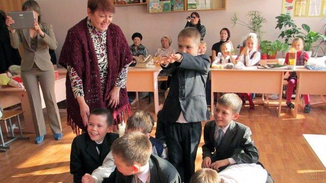 Ученики младших классов участвуют в конкурсах на 23 февраля