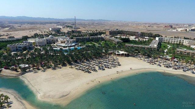 Отель с собственным пляжем на берегу Красного моря в Египте