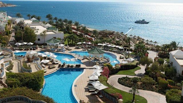 Территория роскошного отеля на берегу моря в Шарм-Эль-Шейхе