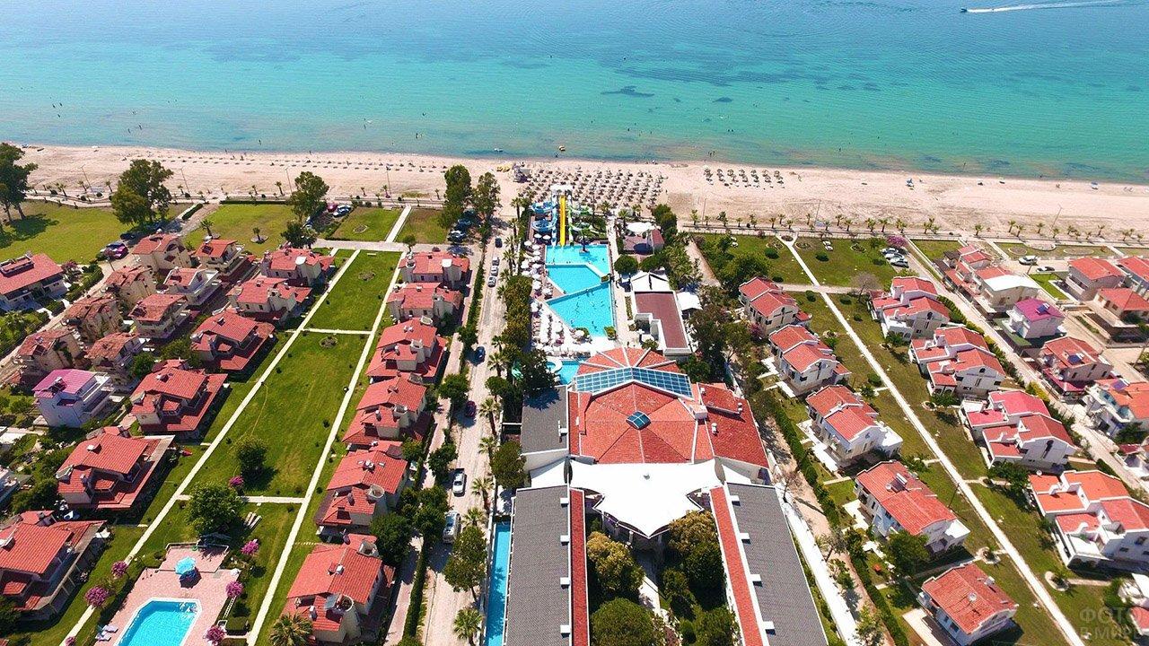 Четырёхзвёздочный отель с бунгало в Кушадасы на берегу Эгейского моря