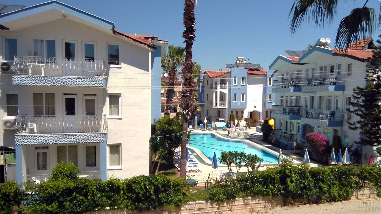 Корпуса семейного трёхзвёздочного отеля в Сиде