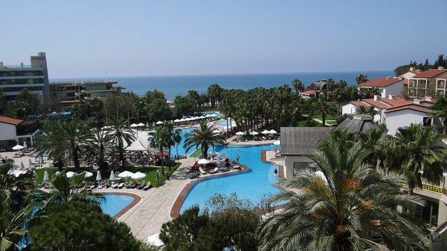 Территория отеля на берегу моря в Анаталье