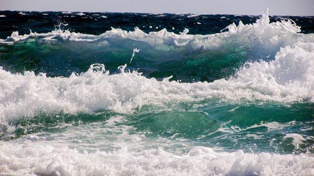 Волны морского прибоя