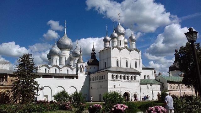 Архиерейский двор в Ростове Великом
