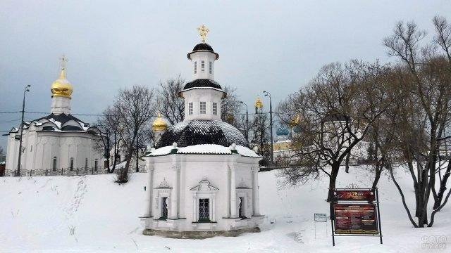 Часовня Пятницкого колодца в зимнем Сергиевом Посаде
