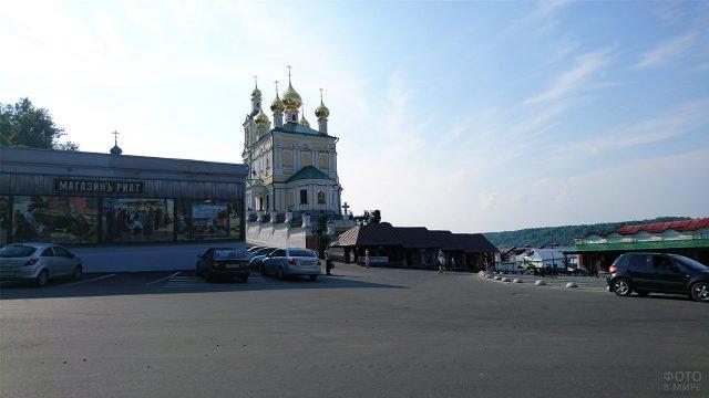 Воскресенская церковь в городе Плёс