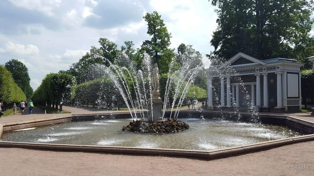 Фонтан Ева в Петергофе