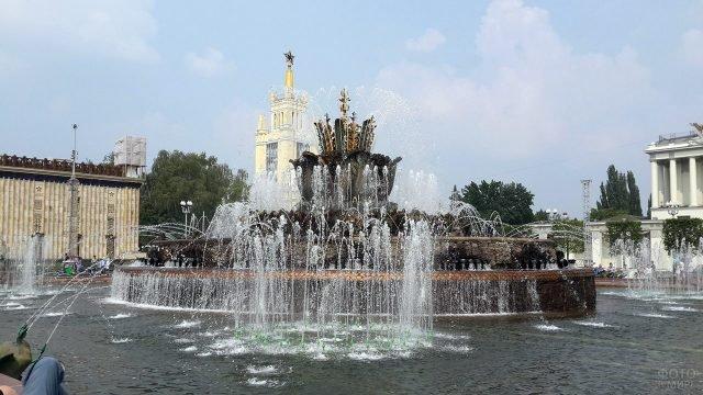 Фонтан Каменный цветок в Москве