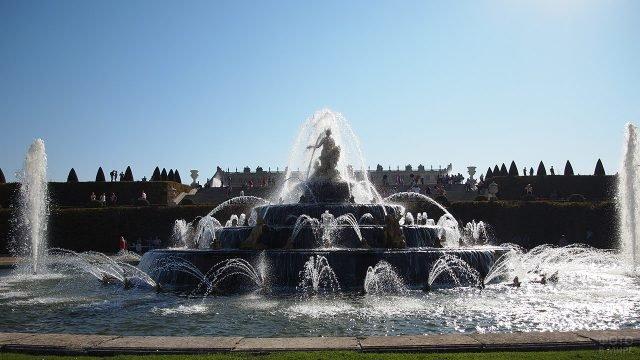 Фонтан в парке Версаля