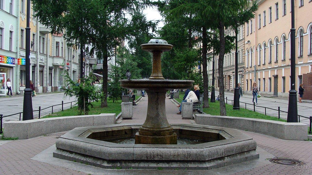 Фонтан в Петербургском сквере
