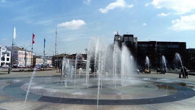 Пешеходный фонтан в центре Ярославля