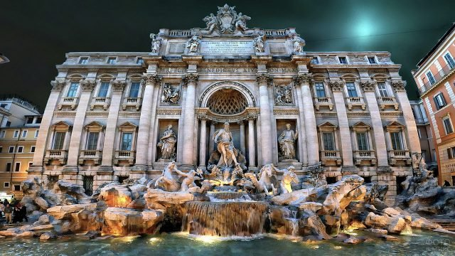 Скульптурная композиция фонтана Треви в Риме
