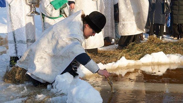 Обряд Водоосвящения крещенской купели в Нижневартовске