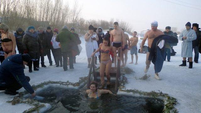 Купание на празднике Крещения в Красноярском крае
