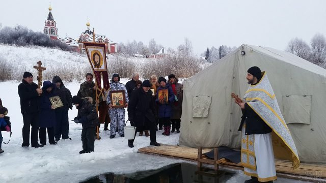Праздник Крещения Господня у купели в детском лагере Богослово