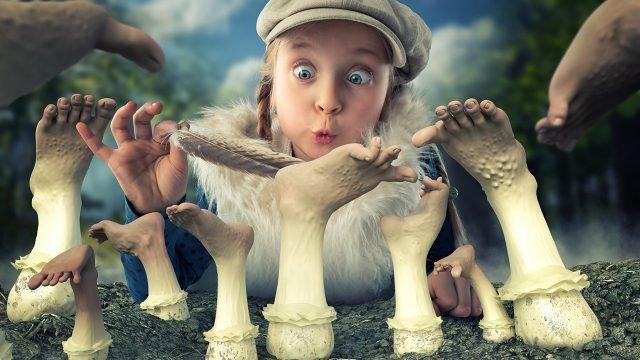 Девочка и грибы в виде ног