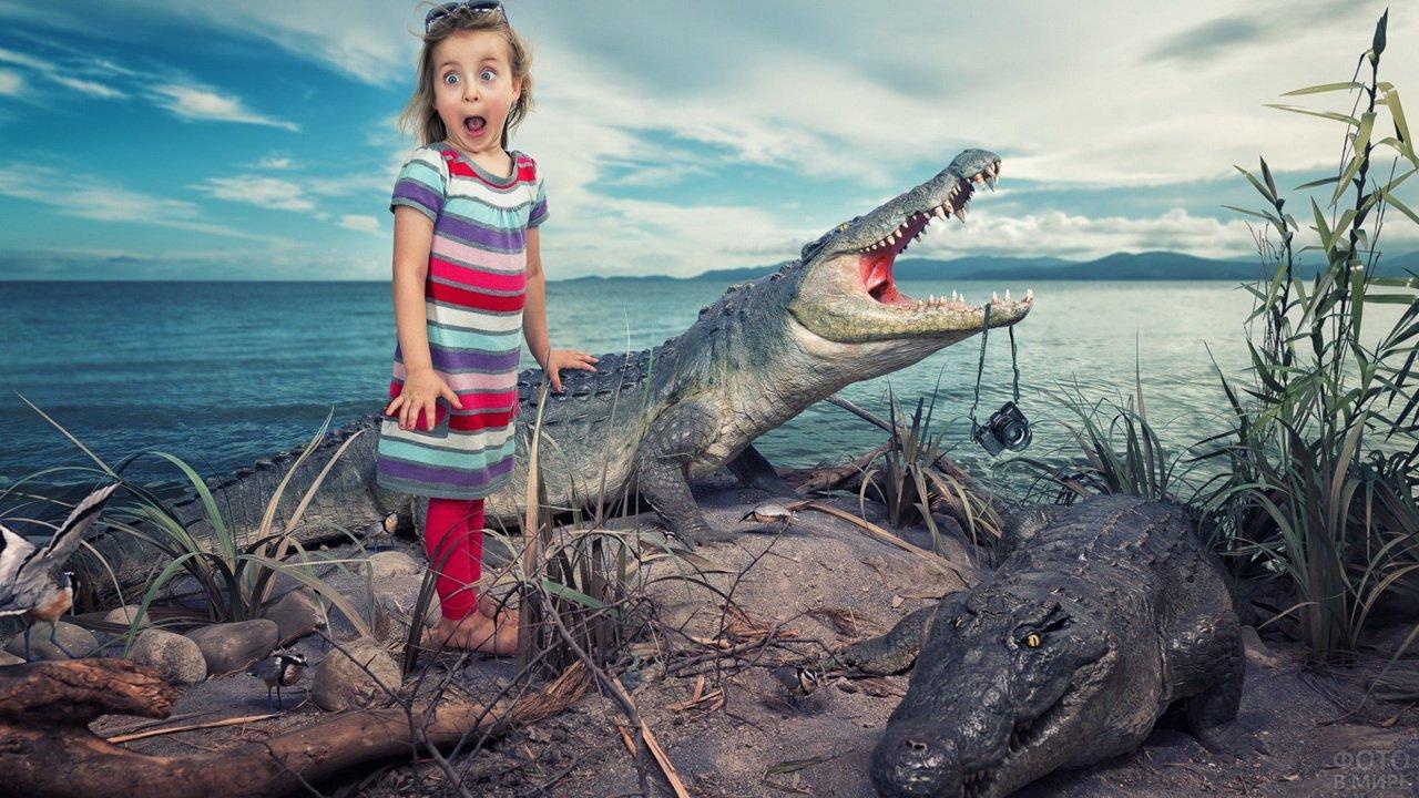 Девочка испугалась крокодила, схватившего фотоаппарат