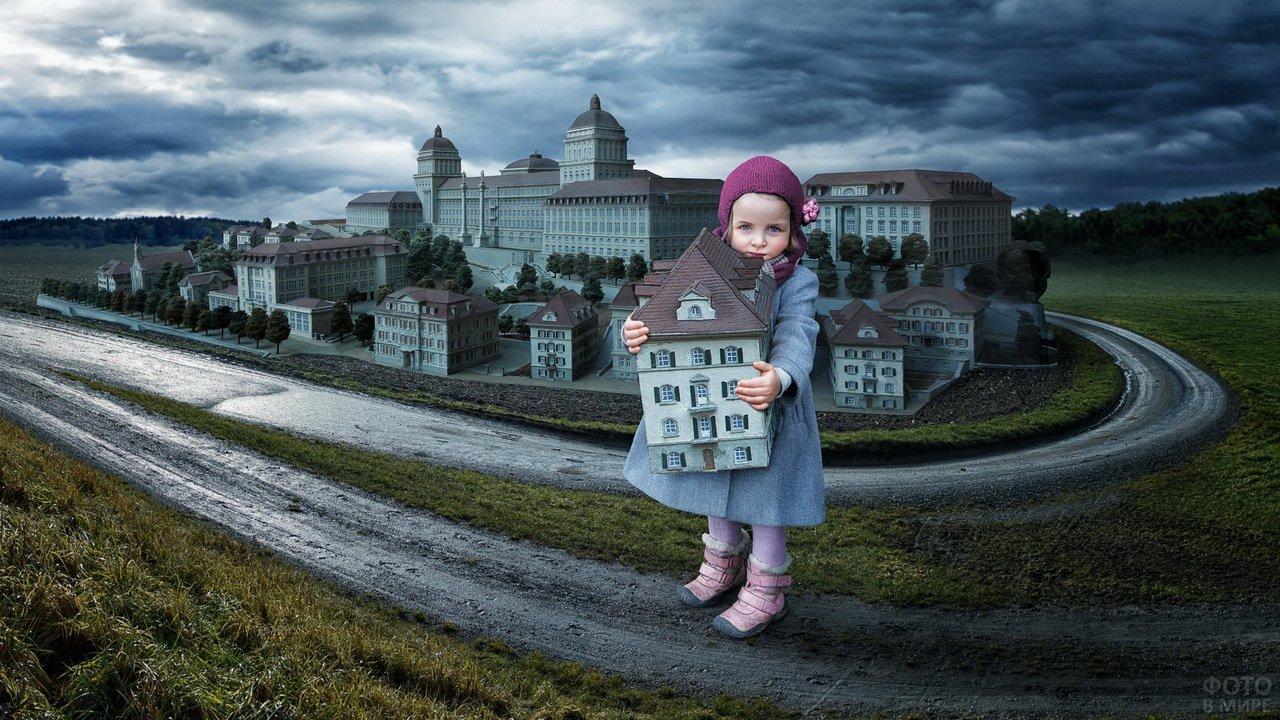 Девочка подняла дом на руки