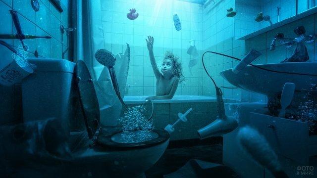 Девочка во время наводнения в ванной